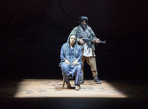 Denmo Ibrahim as Mariam and Haysam Kadri as Talib Soldier