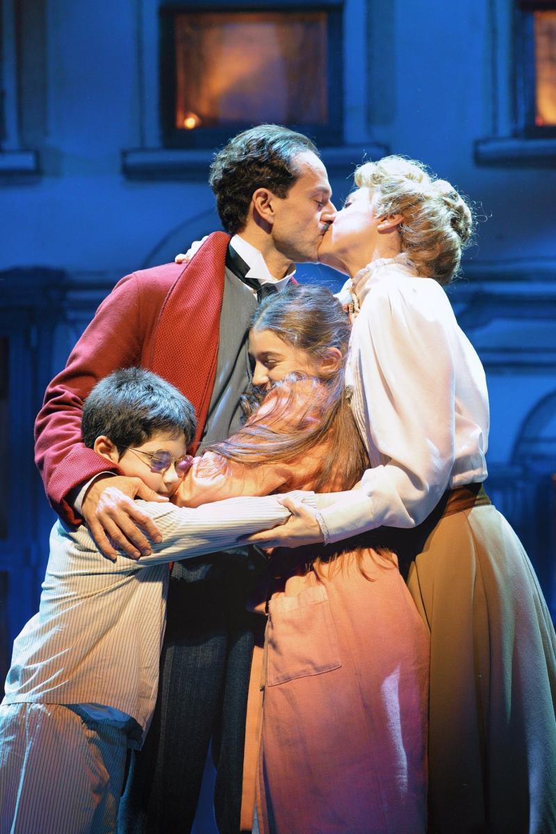 BWW Review:  Mary Poppins il musical, Milano diventa la Broadway italiana!