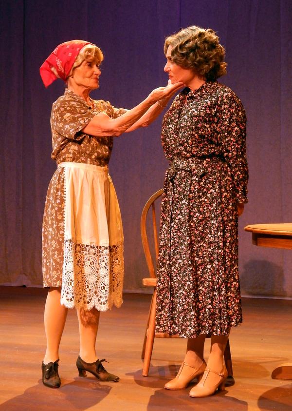 Photo Flash: First Look at FROM DOOR TO DOOR at Stage Door Theatre