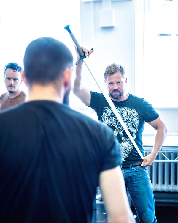 James Macnaughton (Caithness), Richard Standing (Macbeth), Gareth Aled (Lennox)