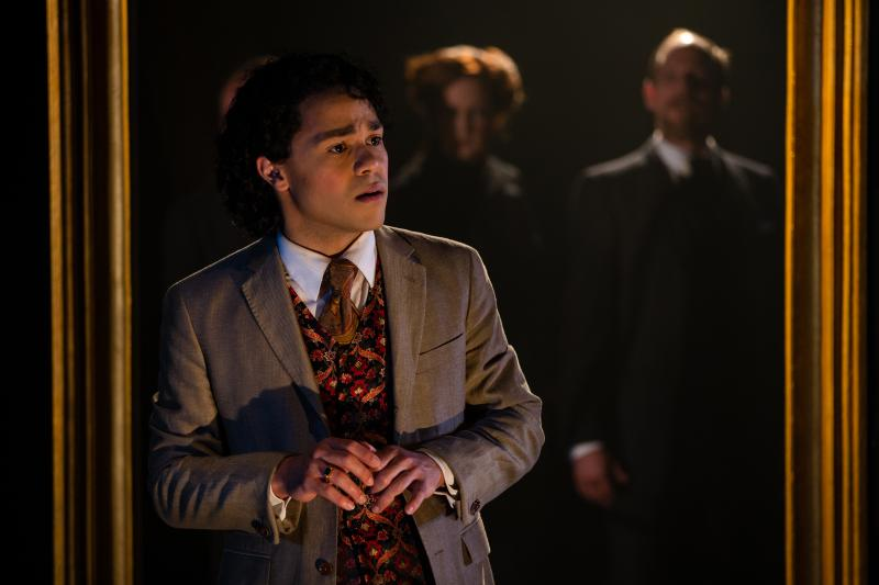 BWW Review: Book-It Deliciously Paints the Original PICTURE OF DORIAN GRAY