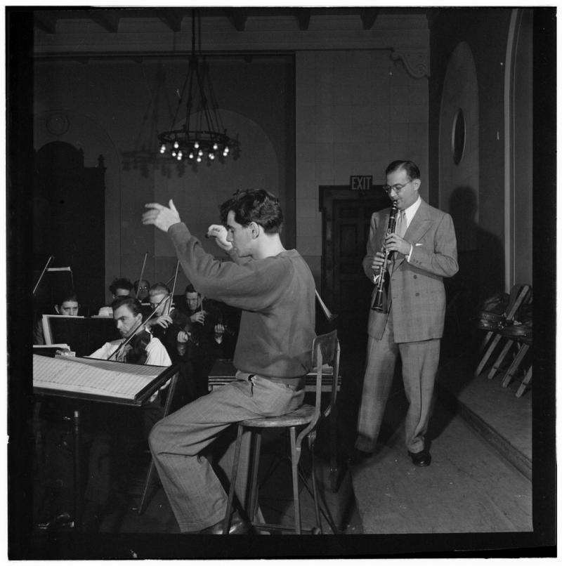 BWW Review: Seattle Symphony Celebrates Centenary with Bernstein Extravaganza