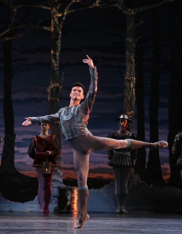 Houston Ballet Principal Chun Wai Chan as Siegfried with Artists of Houston Ballet in Stanton Welch's Swan Lake.