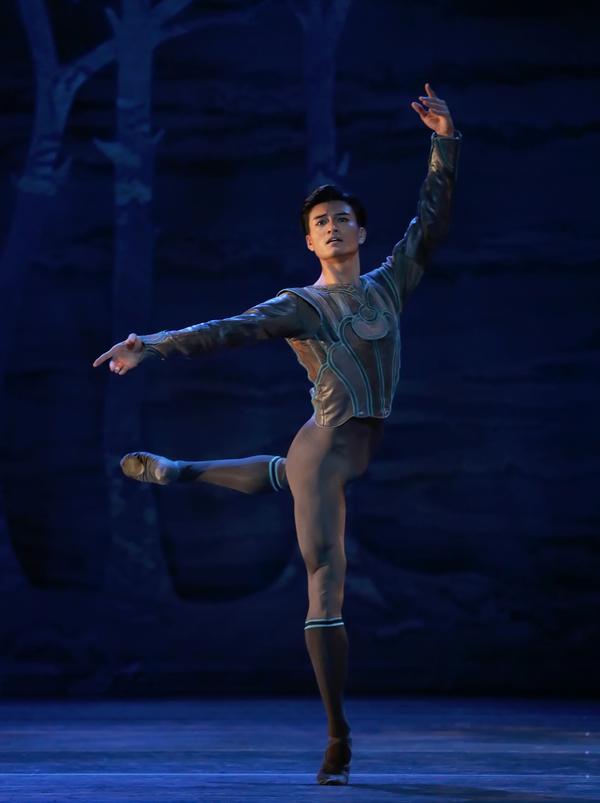 Houston Ballet Principal Chun Wai Chan as Siegfried in Stanton Welch's Swan Lake.