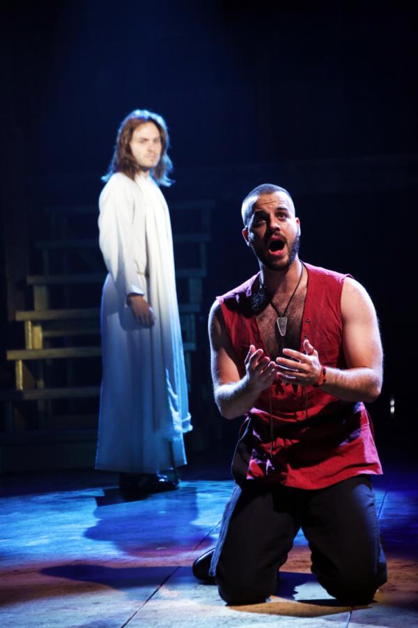 Alex Prakken (Jesus) and Ryan Vona (Judas)