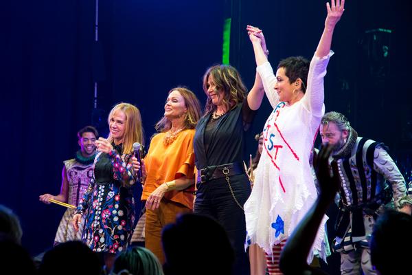 Charlotte Caffey, Belinda Carlisle, Kathy Valentine, Jane Wiedlin Photo