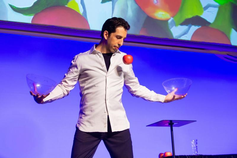 BWW Review: Illusionist Vitaly Beckman Dazzles and Charms in VITALY: AN EVENING OF WONDERS