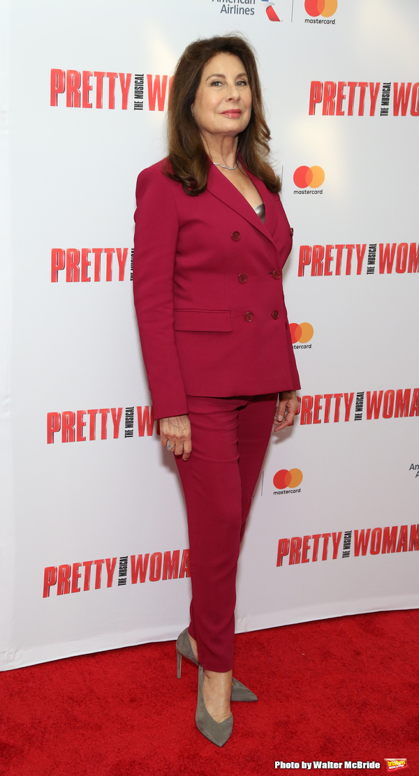 Photo Coverage: Julia Roberts and the Family of Garry Marshall Arrive at Tribute Performance of PRETTY WOMAN