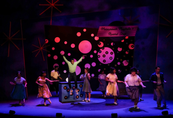 Kenneth Mosley (Seaweed) and the Company of Hairspray