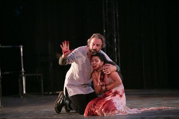 David Melville (Titus Andronicus) and Katie Powers-Faulk (Lavinia)