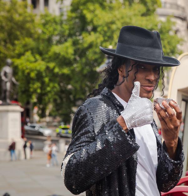 The Cast of THRILLER LIVE Celebrates Michael Jackson's Diamond Birthday