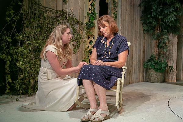 Paige Gray (Ann Deever), Noel Desiato (Kate Keller) Photo