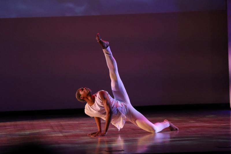 BWW Review: KESHET CHAIM DANCE ENSEMBLE    INTERPRETING THE RAINBOW OF LIFE, LOVE AND OPTIMISM THRU DANCE at Gindi Auditorium