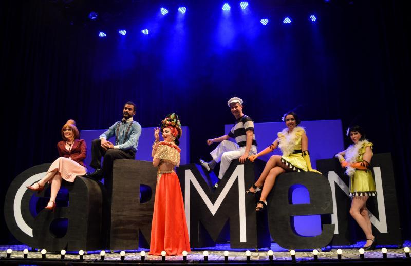 BWW Review: Using the Revue Theater Language CARMEN, A GRANDE PEQUENA NOTAVEL Tells the Trajectory of Carmen Miranda