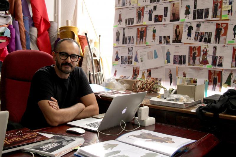 BWW Interviews: Hablamos con Juan Sebastián, diseñador de vestuario de 33 EL MUSICAL