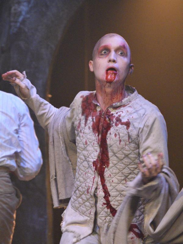 Photo Flash: Actors Theatre Presents Fifth Third Bank'sDRACULA