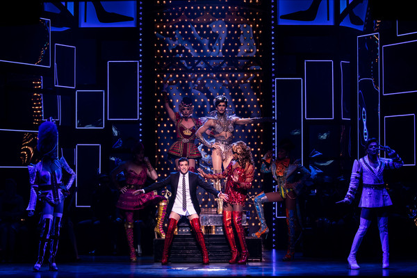 Mark Ballas, J. Harrison Ghee and the cast of Kinky Boots