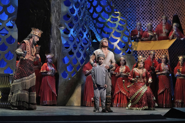 Laurent Naouri as the High Priest, Roberto Alagna as Samson, and Elīna Garanča  Photo
