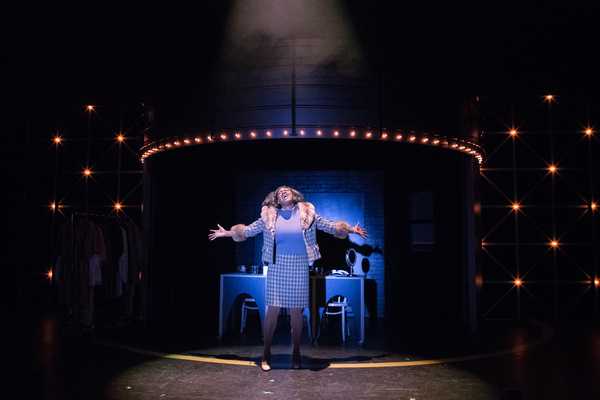 Effie White (TANIKA BAPTISTE) performs in Berkeley Playhouse's production of Dreamgir Photo