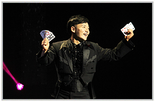 BWW Review: THE ILLUSIONISTS at THE STARLIGHT THEATRE