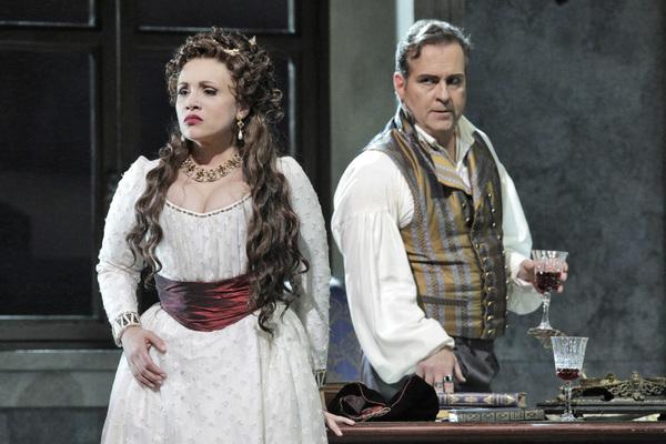 Carmen Giannattasio as Tosca and Scott Hendricks as Scarpia Photo