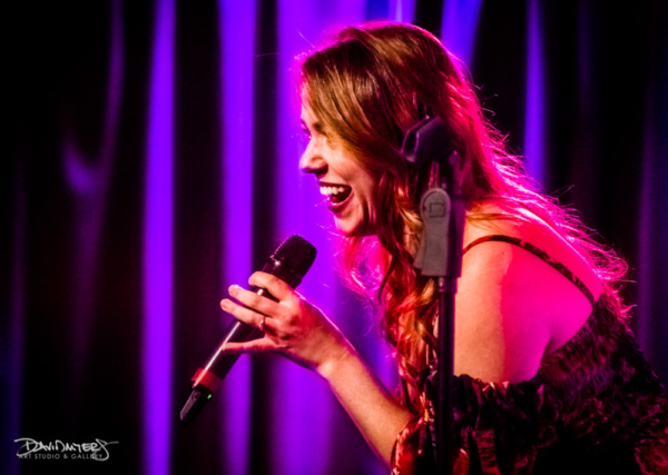 Jana Debusk sings It Don't Worry Me from Robert Altman's Nashville.