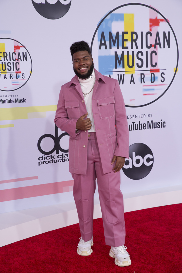 Photo Flash: The Stars Come Out for the AMERICAN MUSIC AWARDS Red Carpet