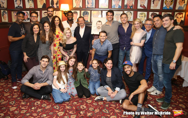 """Rob Ashford with the cast and crew og �""""Frozen"""""""