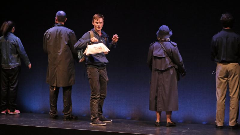 BWW REVIEW: Minimalist and Intense CURIOUS INCIDENT OF THE DOG Packs Maximum Punch