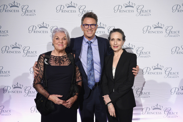 Tyne Daly, honoree Tim Daly and Bebe Neuwirth