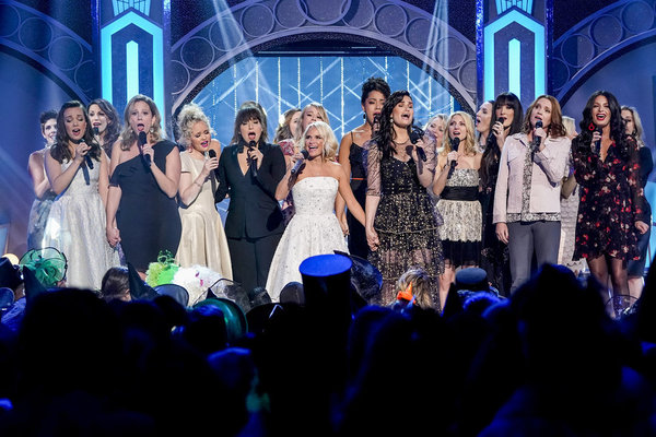 Kristin Chenoweth and Idina Menzel with former and current Glindas and Elphabas