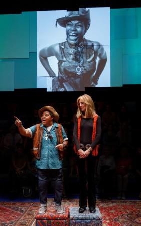 BWW Review: Christine Lahti is Gloria Steinem in Emily Mann's Riveting GLORIA: A LIFE