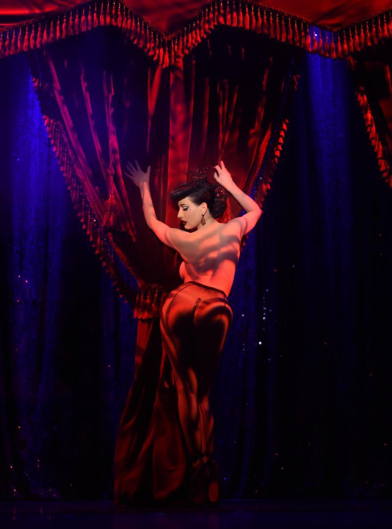 Stefanie Saujon - Red Curtain