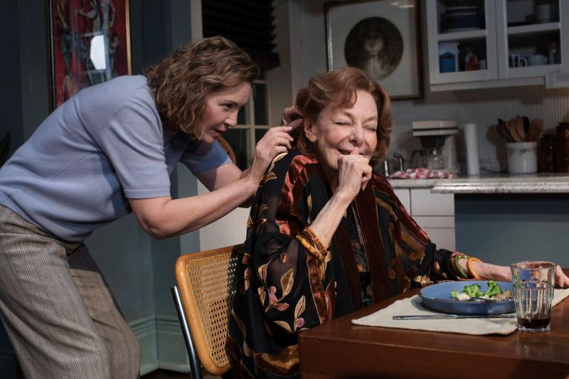 BWW Review: Elaine May Returns To Broadway in Kenneth Lonergan's Touching and Humorous THE WAVERLY GALLERY
