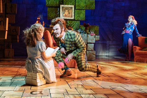 Photo Flash: First Look at Hayden Tee, Gina Beck, and the New Cast of Royal Shakespeare Company's MATILDA