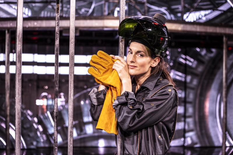 BWW Review: FLASHDANCE at Chateau Neuf, Oslo - What A Feeling!