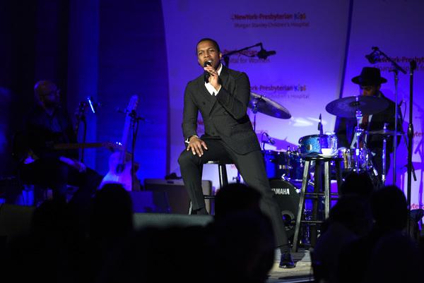 Photo Flash: Leslie Odom, Jr. Performs at NewYork-Presbyterian's Amazing Kids, Amazing Care Dinner