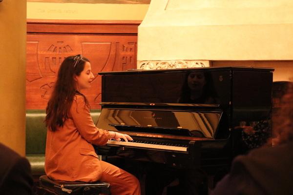 Shaina  Taub,  2017  recipient  of  Billie  Burke  Ziegfeld  Award,  performs  an  aboriginal  song  before  presenting  Julianne  Wicks  Davis  the  2018  Billie  Burke  Ziegfeld  Award