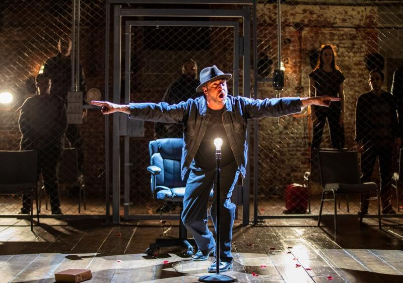 BWW Review: Raul Esparza Is Bertolt Brecht's Symbolic Crime Boss in THE RESISTIBLE RISE OF ARTURO UI