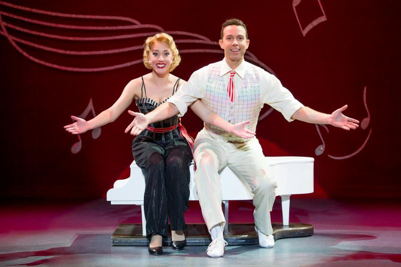 White Christmas Musical.Bww Review Irving Berlin S White Christmas Brings Musical