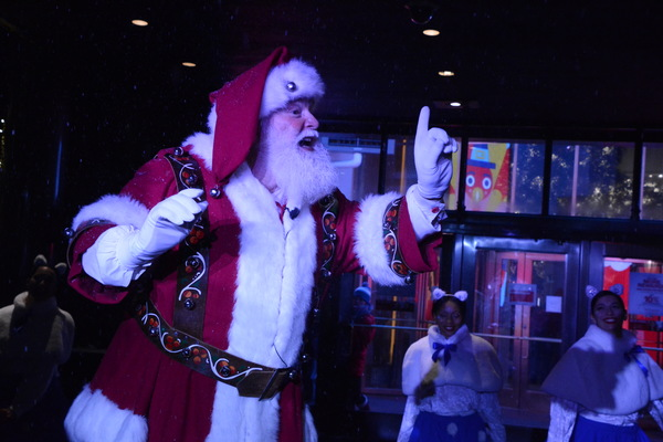 Photo Coverage: Macy's Herald Square Unveils Christmas Windows