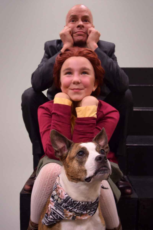 Osborn Focht as Oliver Warbucks, Gracie Nagle as Annie and Clementine as Sandy