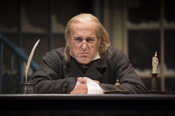 Larry Yando (Ebenezer Scrooge)