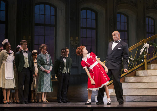 Visesia Fakatoufifita as Annie and Timothy McCuen Piggee as Oliver Warbucks