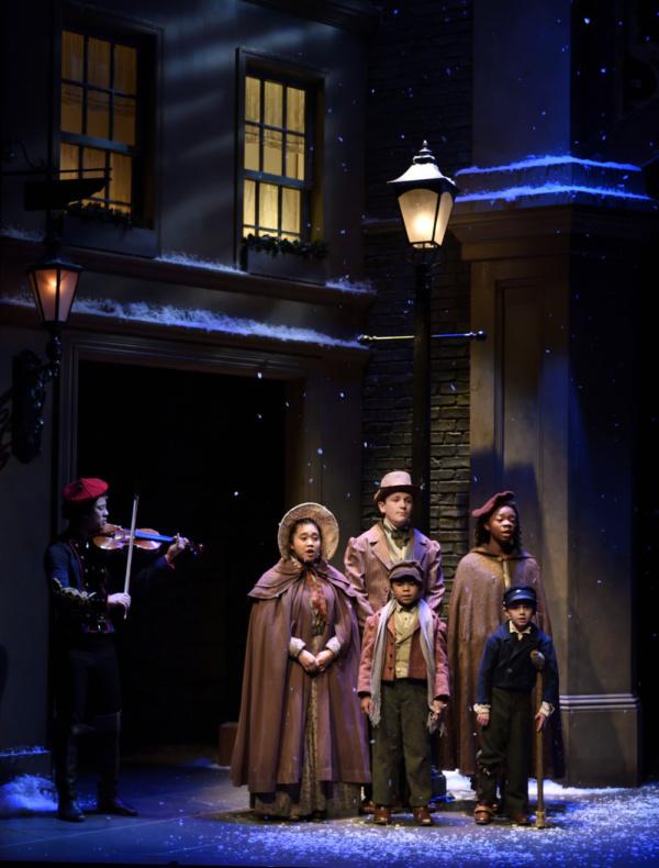 Photo Flash: Actors Theatre Presents Holiday TraditionFifth Third Bank's A CHRISTMAS CAROL