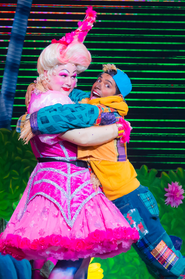 Michael De Rose as Sugarbum The Good Witch of the North, Matt Nethersole as Scarecrow Photo