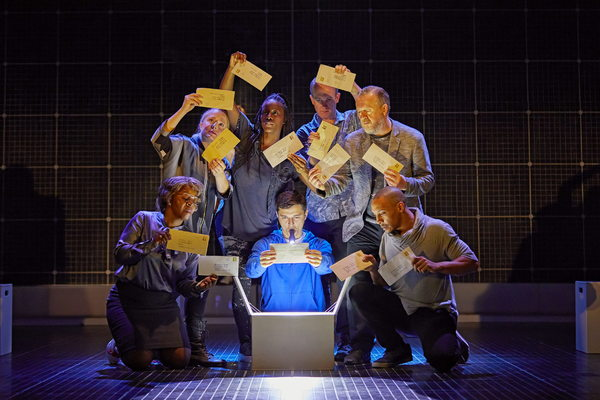 THE CURIOUS INCIDENT OF THE DOG IN THE NIGHT_TIMEPiccadilly Theatre LondonAcRoyal National Theatre London Production_R023086