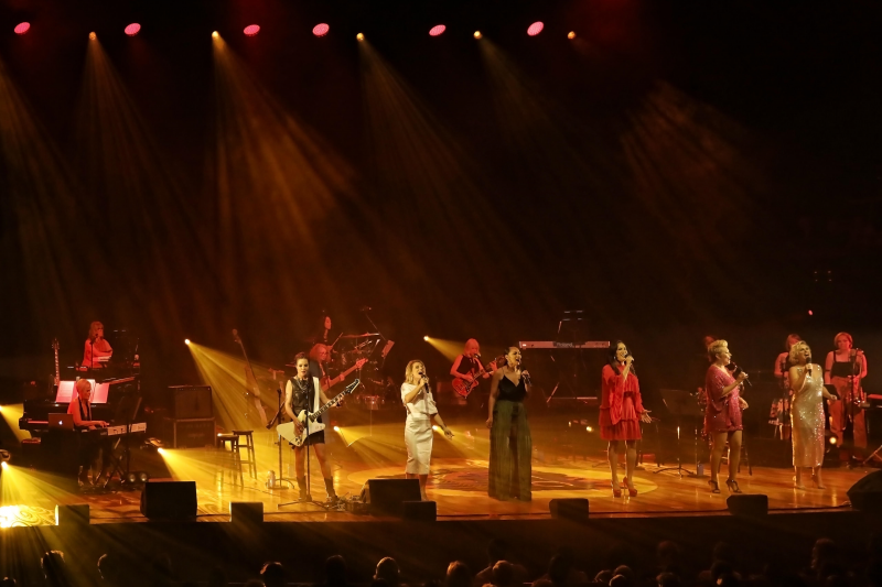 BWW REVIEW: HEAR ME ROAR Is A Fabulous Celebration Of Great Female Singer Songwriters Of the 20th and 21st Century
