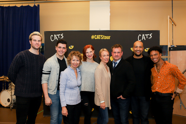 Principal Cast of the CATS National Tour with Chrissie Cartwright and Kim  Craven Photo