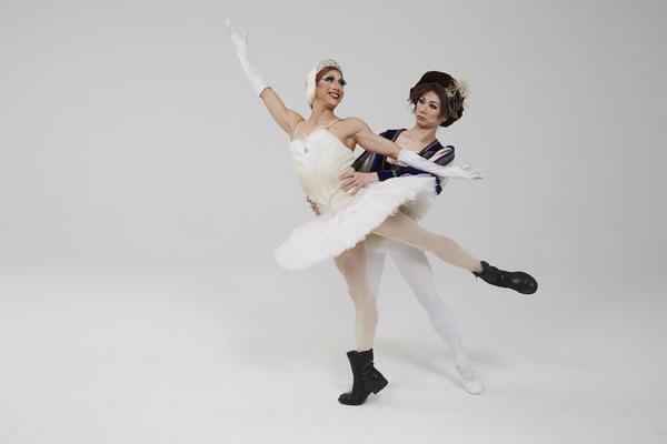 Les Ballets Trockadero de Monte Carlo, photo by Zoran Jelenic. Pictured (L to R) Carlos Hopuy (aka Alla Snizova) and Long Zou (aka Ketevan Iosifidi).